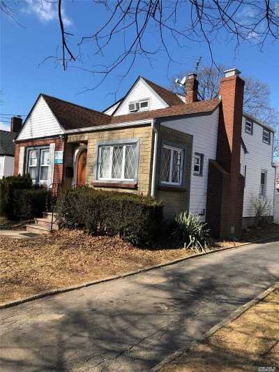 Hempstead Single Family Home For Sale: 113 Windsor Pkwy