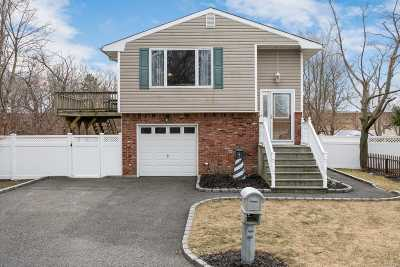 Ronkonkoma Single Family Home For Sale: 64 Winchester Rd