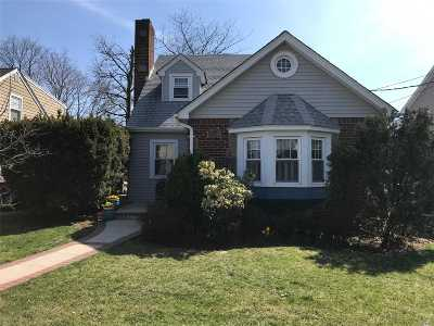 Rockville Centre Single Family Home For Sale: 107 Windsor Ave
