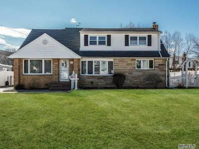 Westbury NY Single Family Home For Sale: $789,000