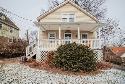 Great Neck Single Family Home For Sale: 6 Valley View Rd