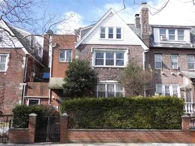 Jackson Heights Multi Family Home For Sale: 33-20 85th St