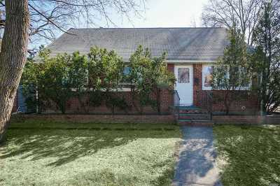 New Hyde Park Single Family Home For Sale: 1100 1st Ave