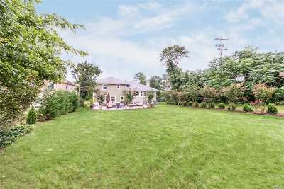 Garden City Single Family Home For Sale: 70 Edgemere Rd