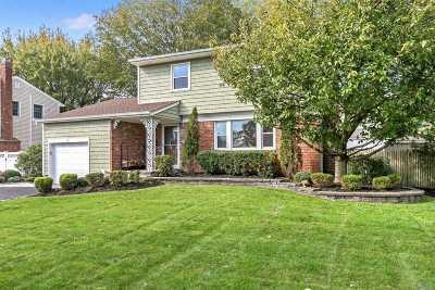 Kings Park Single Family Home For Sale: 98 Ashland Dr