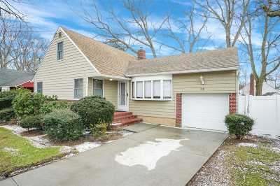 Massapequa Single Family Home For Sale: 98 New Hampshire Ave