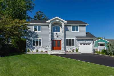 Plainview Single Family Home For Sale: 35 Surrey Ln