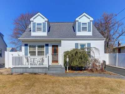 West Islip Single Family Home For Sale: 327 George St