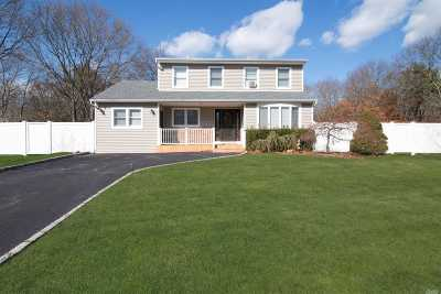 Holtsville Single Family Home For Sale: 7 Deerfield Ct