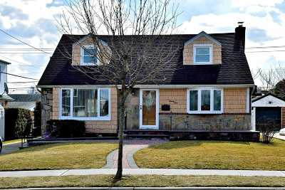 Mineola Single Family Home For Sale: 23 Greentree Rd