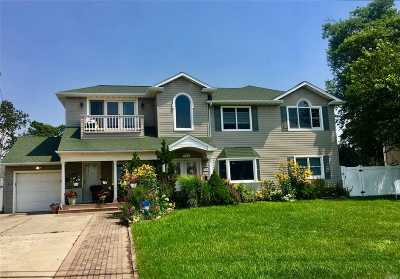 Massapequa Single Family Home For Sale: 186 Biltmore Blvd