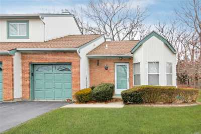 Holtsville Condo/Townhouse For Sale: 1 Timber Ridge Dr