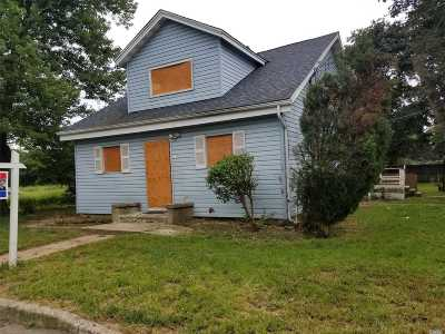 Amityville Single Family Home For Sale: 8 Parthey Ln