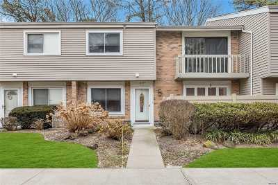 Holbrook Condo/Townhouse For Sale: 218 Springmeadow Dr #218D