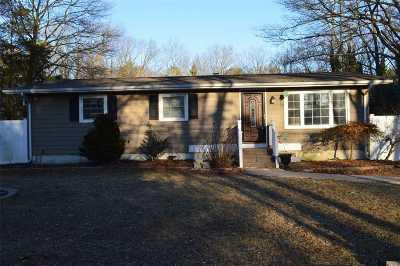 Medford Single Family Home For Sale: 27 Masem Ct