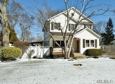 Huntington Single Family Home For Sale: 75 Rutgers Ln