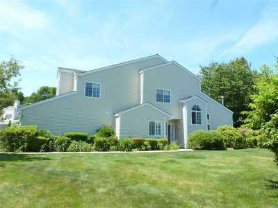 Manorville Condo/Townhouse For Sale: 152 Farm House Ct