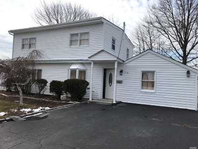 Levittown Single Family Home For Sale: 116 Coach Ln