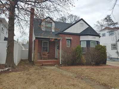 Hempstead Single Family Home For Sale: 109 Windsor Pkwy