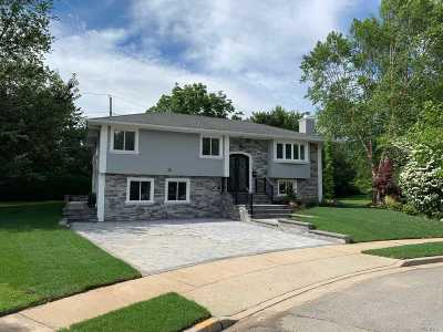 Jericho Single Family Home For Sale: 30 Schoharie Ct
