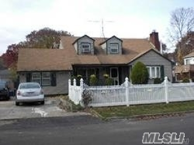 Copiague Single Family Home For Sale: 265 Beachview St