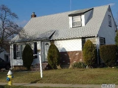 Uniondale Single Family Home For Sale: 693 Park Ave