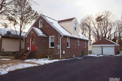 Farmingdale Single Family Home For Sale: 430 Staples St