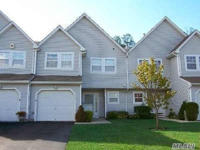 Setauket Condo/Townhouse For Sale: 268 Erik Dr