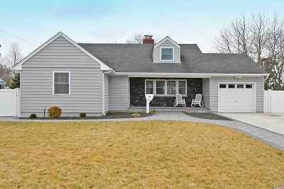 Bay Shore Single Family Home For Sale: 34 Seafield Ln