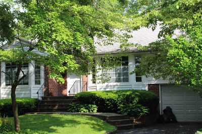 Plainview Single Family Home For Sale: 1 Pleasant Ave
