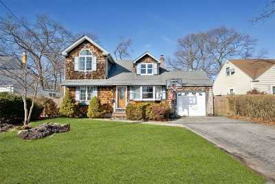 West Islip Single Family Home For Sale: 27 Paprocki Ave