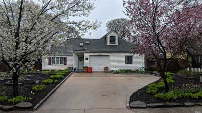 Islandia Single Family Home For Sale: 56 Sand Ln