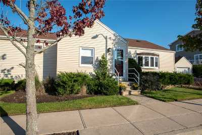 Long Beach NY Single Family Home For Sale: $589,999