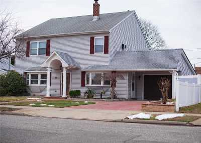 Levittown Single Family Home For Sale: 99 Saddle Ln