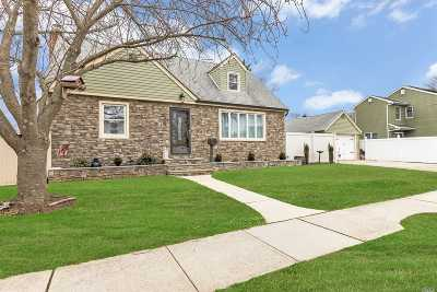 Wantagh Single Family Home For Sale: 3405 Walters Ave