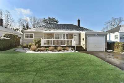 Great Neck Single Family Home For Sale: 67 Soundview Rd