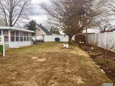 Levittown Single Family Home For Sale: 2 Haymaker Ln