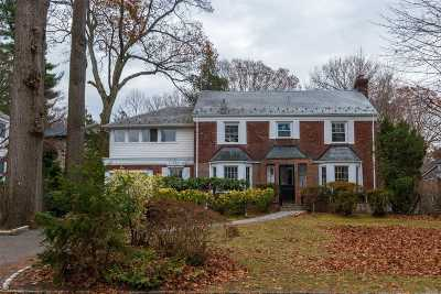 Great Neck Single Family Home For Sale: 6 Woodland Pl