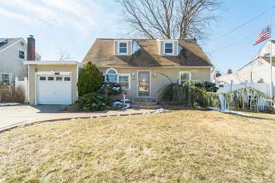 Deer Park NY Single Family Home For Sale: $291,500