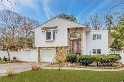 Ronkonkoma Single Family Home For Sale: 24 Balaton Ave