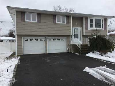 Lindenhurst Single Family Home For Sale: 59 3rd St
