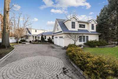 Huntington Single Family Home For Sale: 11 Briarfield Ln