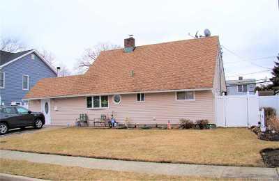 Levittown Single Family Home For Sale: 86 Albatross Rd