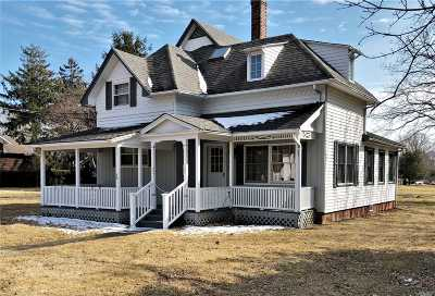 East Moriches Single Family Home For Sale: 36 S Woodlawn Ave