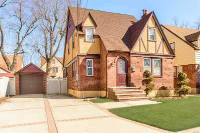 Merrick Single Family Home For Sale: 3 Troy Pl