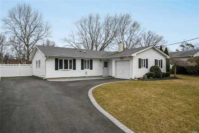 Holbrook Single Family Home For Sale: 17 Tarkington Rd
