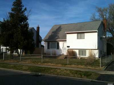 Copiague Single Family Home For Sale: 215 East Dr
