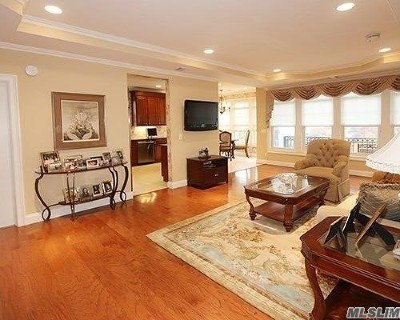 Westbury Condo/Townhouse For Sale: 331 Roosevelt Way #2-305