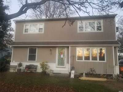 East Meadow Single Family Home For Sale: 833 Surrey Dr