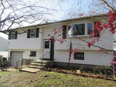 Farmingville Single Family Home For Sale: 36 S Howell Ave